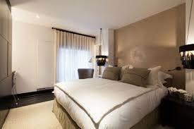 kleines schlafzimmer farben weiß beige schwarze