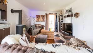 gemütliches wohnzimmer mit kaminofen kitzlingerhaus gmbh