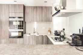 cuisine beige cuisine beige avec comptoir et fours encastrés iq700