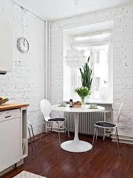 table ronde de cuisine table ronde cuisine design une cuisine blanche et jaune avec une