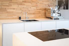 grifflose küche grifflose fronten weiß holz matt