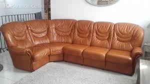 vend canapé vends canapé d angle 7 places en cuir marron et en bois massif
