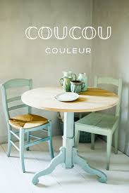 dieser tisch und stuhl wurde in der ökologischen kreidefarbe
