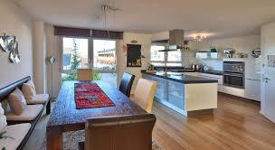 neuwertige und exklusiv ausgestattete doppelhaushälfte in