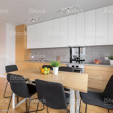 offene küche mit esstisch stockfoto und mehr bilder arbeitsplatte
