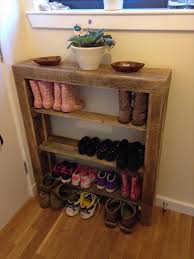 DIY Reclaimed Pallet Wood Shoe Rack