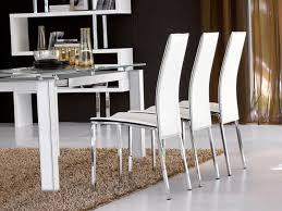 stuhl aus leder mit hoher rückenlehne bedeckt idfdesign