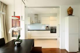 schiebetüren aus glas trennung küche und esszimmer