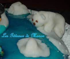 ours pôlaire en pâte à sucre photo de le gâteau banquise les