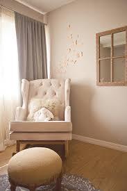 chaise chambre bébé une chambre bébé joliment vintage papillons en papier papier