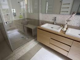 salle de bain couleurs naturelles matières bois galets retrouvez