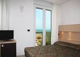 chambre d hotel pour 5 personnes chambres communicantes en hotel à rimini family suite