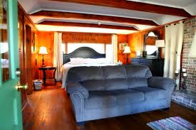 Pet Friendly Hotels in Asheville North Carolina accepting Dogs & Cats