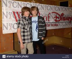 dylan sprouse and cole sprouse the cast of the suite life on deck