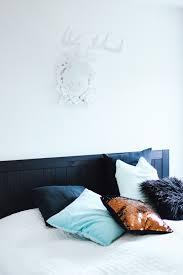 schlafzimmer deko bett caseconrad