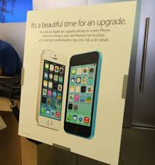Apple kicks off in store iPhone upgrade event