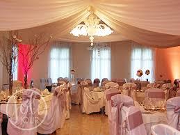 location drapés blancs ou ivoires pour plafond joli jour