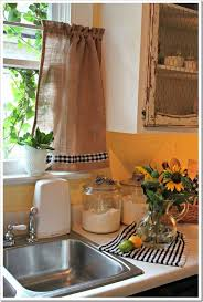 White Kitchen Curtains With Sunflowers by Best 25 Sunflower Kitchen Ideas On Pinterest Sunflower Crafts