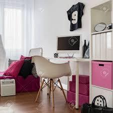 schlafzimmer und arbeitszimmer kombiniert girly inter in schwarz rosa und weiß