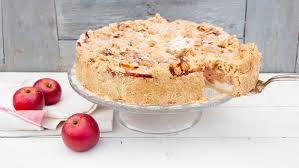 apfelkuchen mit pudding und mandelstreuseln