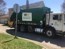 100 Waste Management Garbage Truck Worker Critical After Garbage Truck Runs Over Leg In Ypsilanti