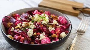 rote bete salat mit feta und walnüssen