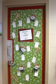 Christmas Door Decorating Contest Ideas Pictures by My Little Corner Of The World December 2012