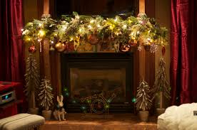 Pretty Christmas Garland Decorating Ideas And Natural Fireplace At Rustic Family Room Design