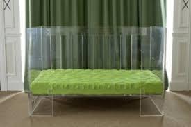 chambre bébé lit plexiglas un lit bébé complètement transparent le baby doctissimo