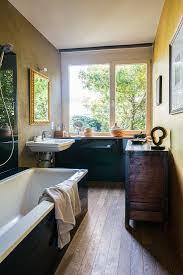 badewanne antik kommode und waschbecken bild kaufen