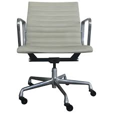 Aluminum Group Management Chair Charles Eames Chair Stock Photos Herman Miller Alinum Group Side Outdoor Management Classic Lounge Ottoman In Whipigmented Walnut White Leather Ea 108 Alinium Armchair Black Polished Base Vitra 222 Soft Pad Wwwmahademoncoukspareshtml Tall Ash Chairs 117 118 119 Design Et Ray