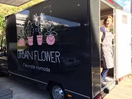 Delphine Se Deplace Avec Ses Fleurs A Bord De Son Camion