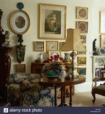 wohnzimmer einrichten antik caseconrad