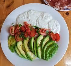 kalte küche avocados eigene tomaten käse joghurt creme