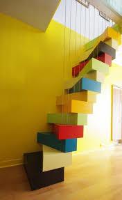des escaliers originaux pour la mezzanine la mezzanine