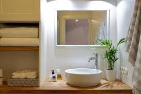 bad mit grün urbanjungle holz badezimmer skand