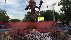 Halloween Attractions In Jackson Nj by Halloween Decoration At Six Flags Great Adventure Youtube