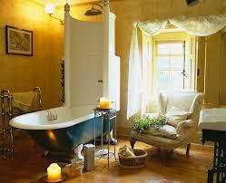 gelb getöntes badezimmer mit sessel bild kaufen 718073