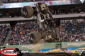 100 Monster Truck Backflip Philadelphia Jam 2018 Over Bored Official