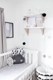 chambre bébé blanc noir et blanc s invitent dans la chambre d enfant joli tipi