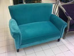 petit canap deux places un petit canapé deux places en velours vert destoc com