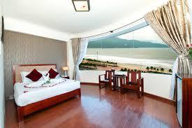 Tile Bong Da Anh beautiful beach hotel da nang vietnam booking com