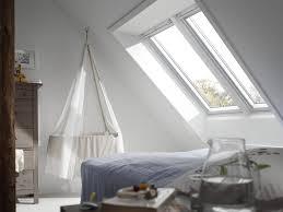 babyzimmer mit dachschräge einrichten velux magazin