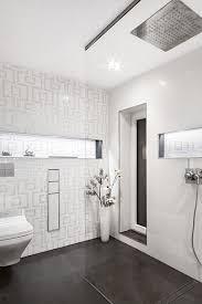 muster im weißen badezimmer herrmann halle die badgestalter