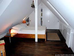 dachgeschossausbau zu einem schlafzimmer
