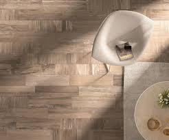 fliesen in holzoptik ideen für bad wohnzimmer