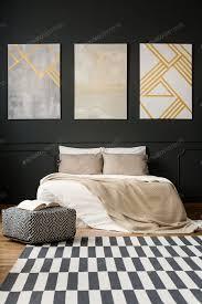 gemälde an der schwarzen wand im schlafzimmer foto bialasiewicz auf envato elements