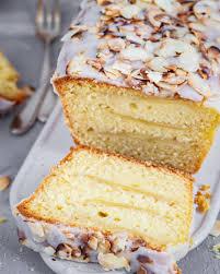 apfel schichtkuchen mit gerösteten mandelplättchen