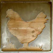Although Not Yet Rusty This Metal Art Chicken Has A Rustic Quality Recycled Timber Backing