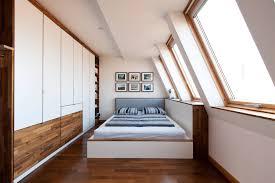 mit stauraum und stil ein schlafzimmer unter der dachschräge